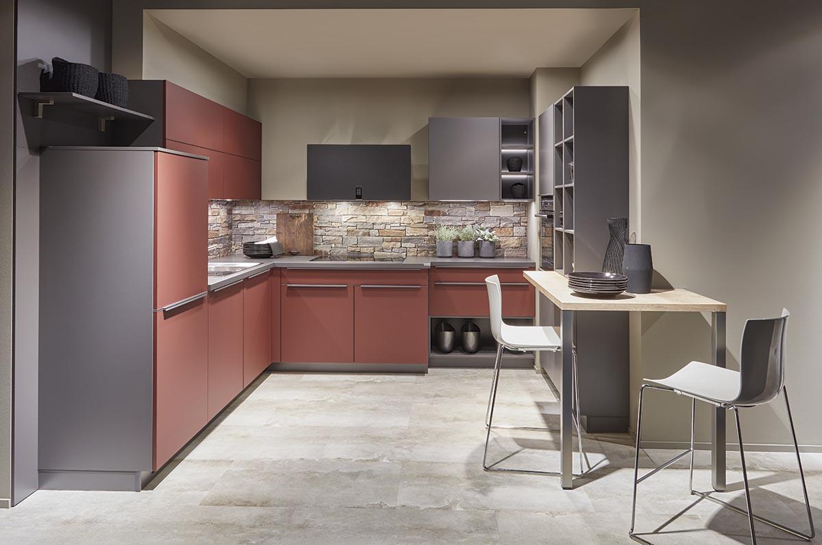 Угловая красная кухня Easytouch, nobilia