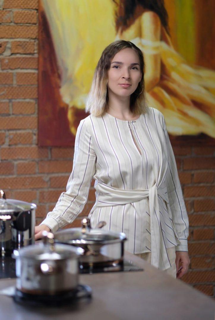 Анна Дери