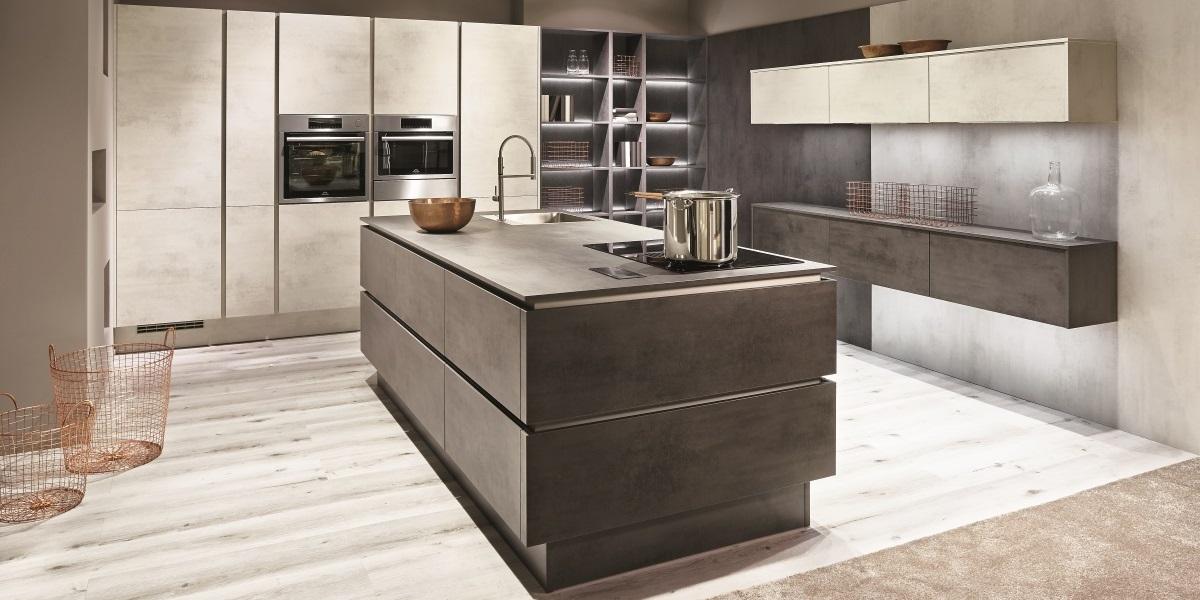 Кухня с островом nobilia Riva, светлый и темный бетон