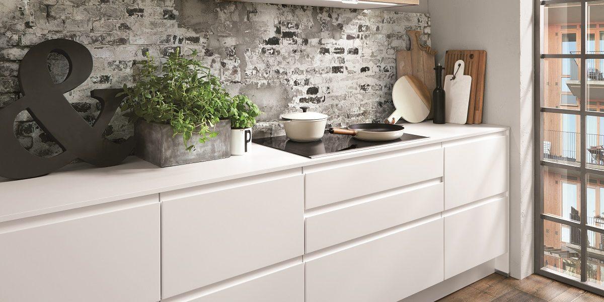 Белая кухня без ручек Inline, nobilia